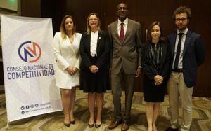 Consejo Nacional de Competitividad junto a los representantes de la Organización para la Cooperación y el Desarrollo Económico (OCDE).