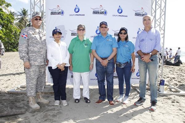 Grupo Propagas realiza operativo en el Día Internacional de Limpieza de Playas