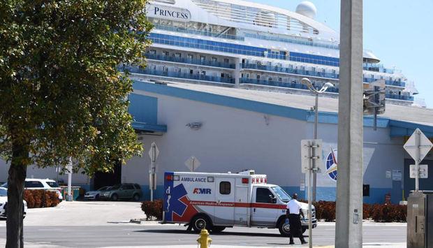 Muere el tercer pasajero de Coral Princess que atracó con enfermos en Miami.