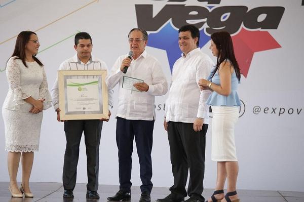 Reconocen en Expo Vega la trayectoria de 55 años de Alaver