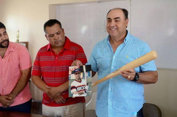 Cornelio García jugó con los Naranjeros de Hermosillo, en México