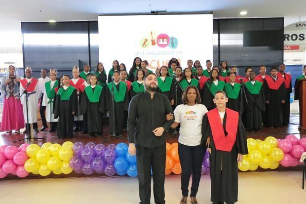 """Sambil Santo Domingo presenta """"Una orquesta en mi escuela"""""""