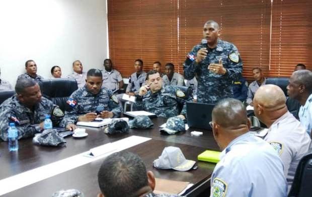 Director PN en SDE instruye oficiales actuar sin titubeo contra delincuentes