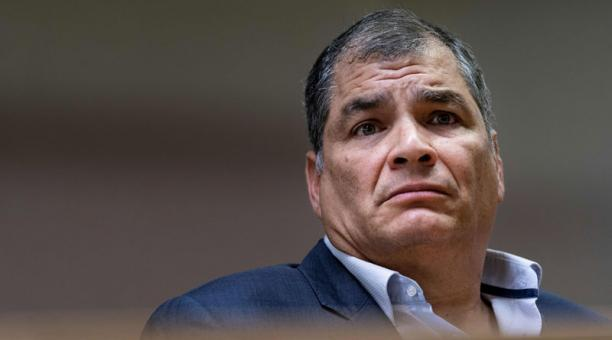 Expresidente ecuatoriano Rafael Correa condenado a ocho años de prisión y la retirada de sus derechos políticos por el delito de cohecho.