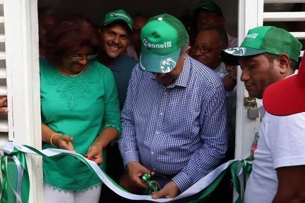 El candidato presidencial por la Fuerza del Pueblo, Leonel Fernández, inauguró el primer local de ese partido político en Dajabón.