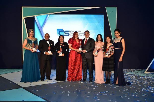 María Elena Núñez, Adriano De la Cruz, Susana Veras, Marisol Henríquez, el general Miguel Angel Cordero Mejía, Martha Queliz, María Mercedes y Rosa Arredondo.