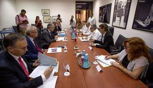 El viceministro primero del Ministerio de Relaciones Exteriores de Cuba, Marcelino Medica, fue registrado este viernes al conversar con Maurice Gourdault-Montagne, secretario general del Ministerio de Europa y Asuntos Exteriores de Francia, en La Habana, Cuba.