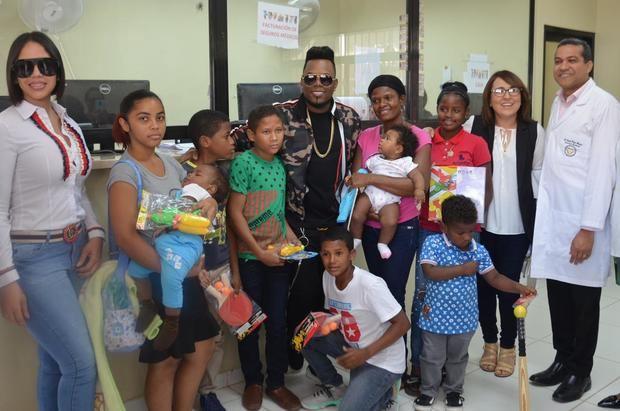 Acroarte visita al pabellón infantil del Hospital Vinicio Calventi