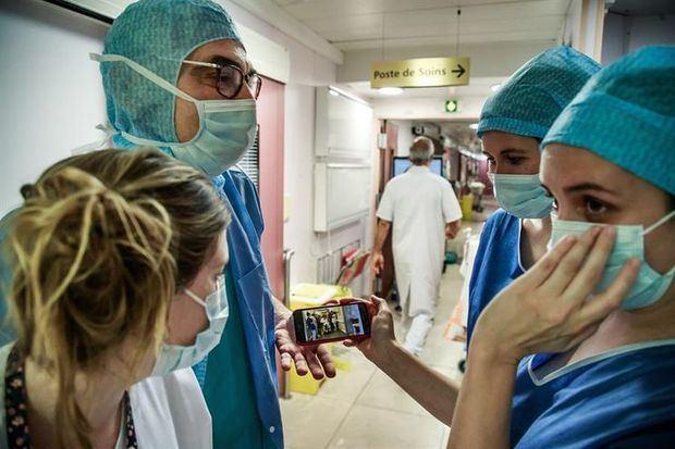 La OMS confirma casi 100.000 muertes por COVID-19 en el mundo.