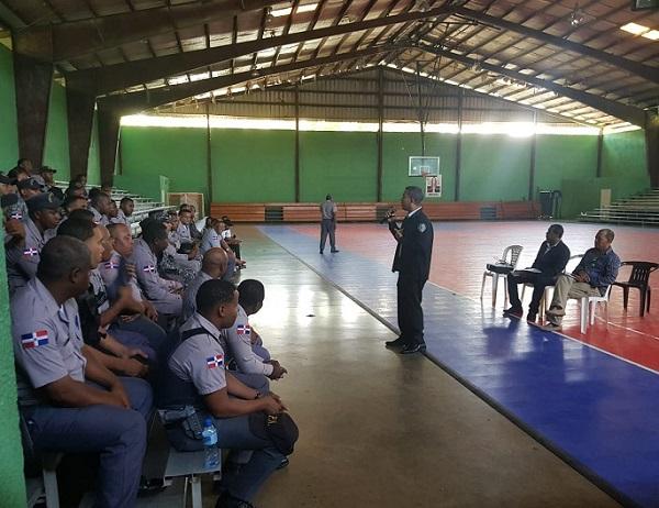 Asuntos Internos PN orienta a policías sobre el correcto comportamiento
