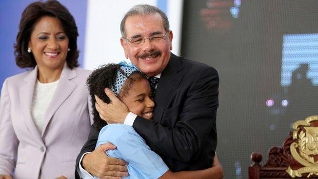 Medina entrega tres modernas escuelas para 1,925 estudiantes de San Cristóbal