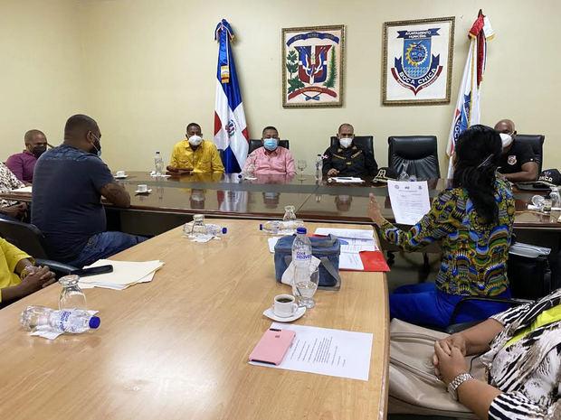 presidente de la Dirección Nacional de Control de Drogas (DNCD), contraalmirante Jose M. Cabrera Ulloa, sostuvo una reunión de trabajo con el Alcalde de Boca Chica, Fermín Brito  y el Concejo de Regidores.