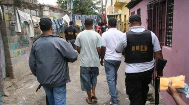 Fiscalía, DNCD y Dican desmantelan puntos de drogas y apresan 13 personas en Santiago