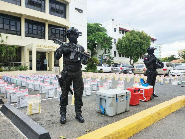 La DNCD decomisa 897 paquetes de presumible cocaína en Matanzas, Peravia