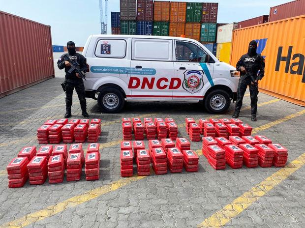 Autoridades decomisan 299 paquetes de drogas en el Puerto Caucedo con destino a España