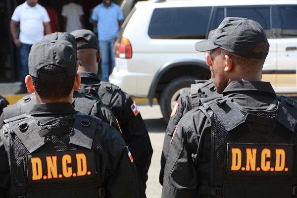 La DNCD y varios fiscales de la Procuraduría Especializada Contra el Lavado de Activos realizaron varios allanamientos simultáneos en la ciudad de Santiago y el municipio de Constanza, provincia la Vega.