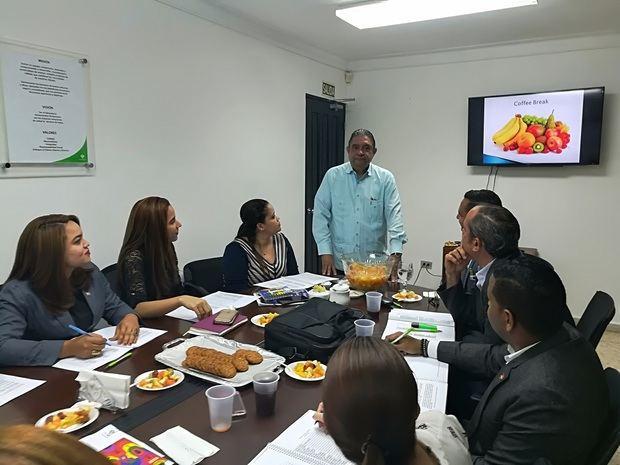 Laboratorios Feltrex imparte taller de raíces griegas a visitadores médicos