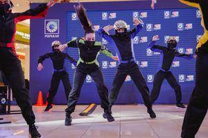 La Temporada Autoferia Popular se lanzó con un montaje del tipo flash mob, una acción de baile organizada de forma simultánea en las plazas comerciales.