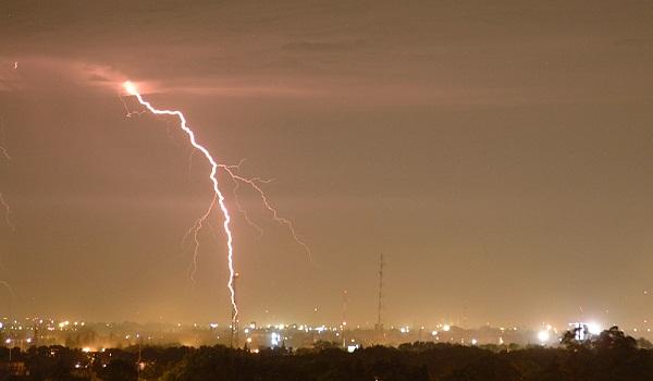 Aguaceros y tormentas eléctricas por defectos de onda tropical y vaguada