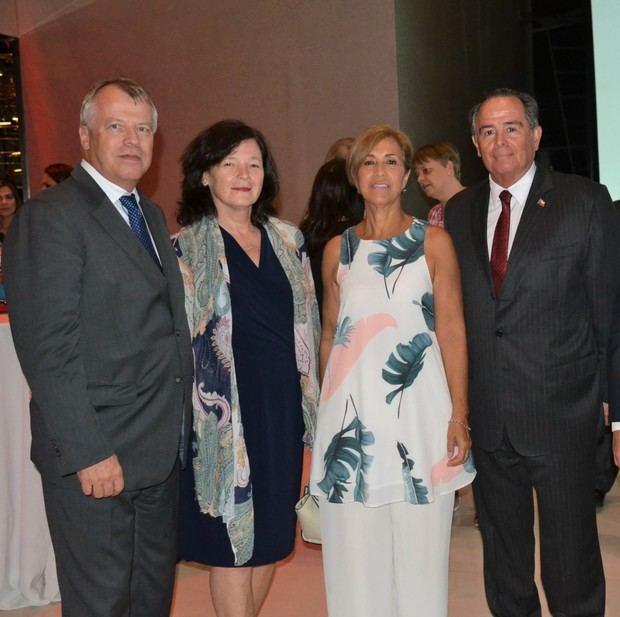 Urs Schnider, Edith de Schnider, Paulina de Barrera y Fernando Barrera