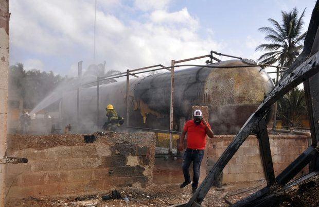 Al menos dos muertos por explosión en tanque de gas en Licey al Medio