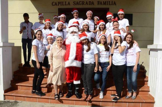 """""""Doctor Santa"""" y sus colaboradores visitaron a los niños del hospital Robert Reid Cabral"""