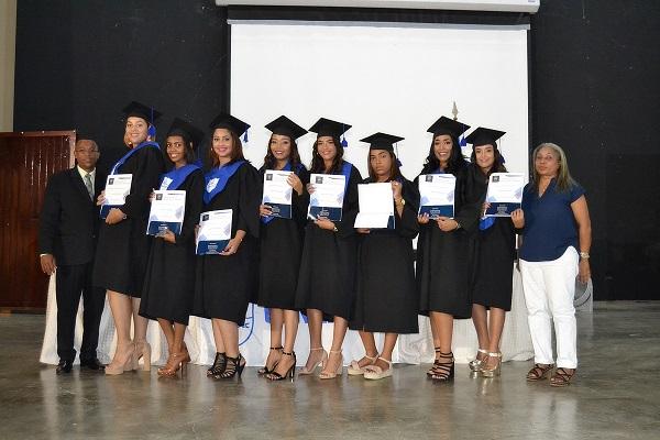Centros APEC de Educación a Distancia graduó a 293 bachilleres de Santiago