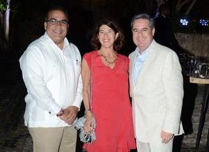 Raymi Mejía, Jacqueline Wolfvdki y Manuel Rangel, Jr.