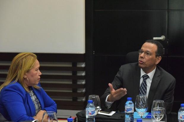 Unibe presenta al MINERD resultados proyecto USAID-Leer