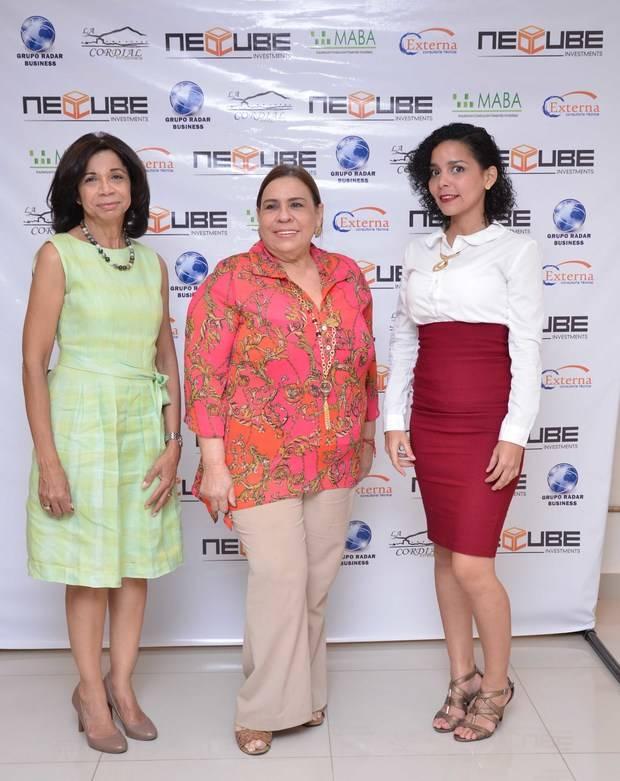 5701 Rhina Ibert ,Mirna Pimentel y  Helen Parahoy.
