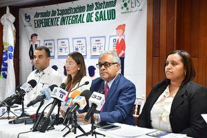 Ministro de Salud Pública durante la rueda de prensa.