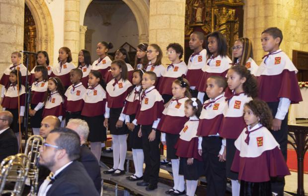 Cientos de personas acuden al Concierto de Navidad en la Catedral