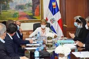 Comisión Permanente de Turismo del Senado de la República escucha opinión de representantes.
