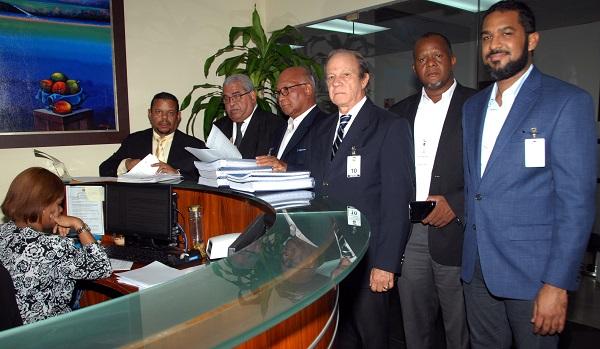 PRD entrega Tribunal Superior Electoral documentos sustentan reforma estatutaria