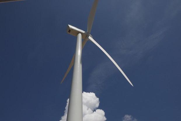 La energía generada por el parque es servida a la red de Empresa de Transmisión Eléctrica Dominicana y luego se incorpora al Sistema Eléctrico Nacional Interconectado, para la población.