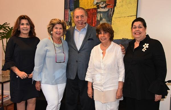 Ministro de Cultura recibe visita de la Fundación Amigos del Teatro Nacional