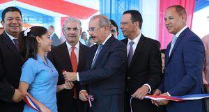 Danilo Medina entrega dos centros educativos y una escuela vocacional