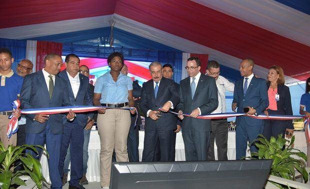 Danilo Medina entrega centro educativo en La Altagracia.