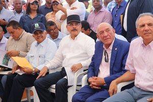 Encuentro del presidente Danilo Medina con productores agrupados en la Asociación de Desarrollo e Iniciativa Agropecuaria (ASODIASY), en Sabana Yegua, Azua.
