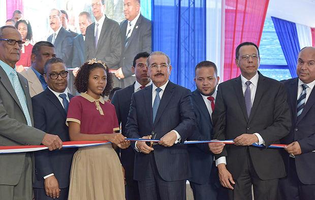 Presidente Danilo Medina entrega nuevo liceo en Samaná