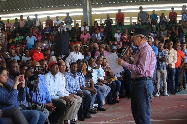 Visita Sorpresa número 254 del presidente Danilo Medina, donde se reunió con productores de aguacate organizados en la Asociación de Agricultores Nuevo Amanecer de Buena Vista Yaque (ASONABUVY), en Bohechío, provincia San Juan.