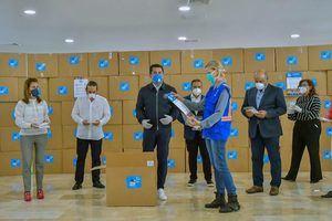 David Collado, PNUD y Empresarios completan entregan del millón de mascarillas y guantes en la capital.