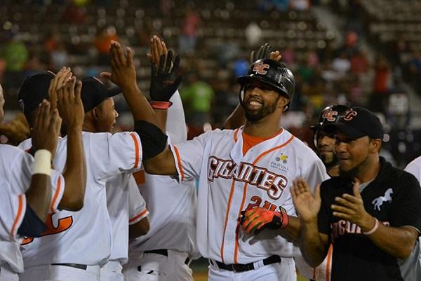 Leones y Gigantes provocan triple empate en la cima del béisbol dominicano