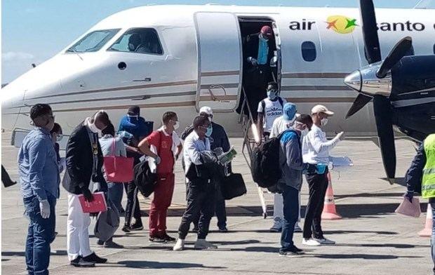 Llegan al país 33 dominicanos que trabajaban como temporeros en Cuba