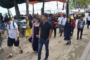 Delegación de la República Popular China durante recorrido en Cabarete, Sosua.