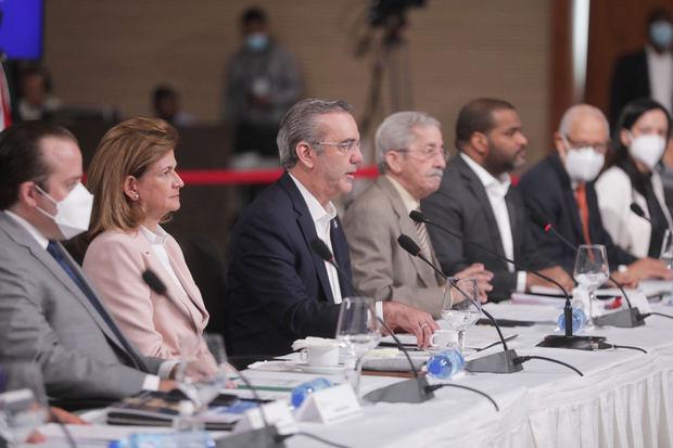 Presidente Abinader propone en Diálogo Nacional reforma a la Constitución para transformar la justicia