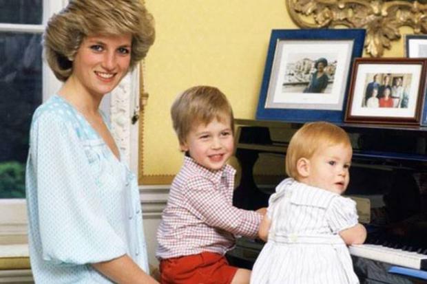 Diana de Gales junto a sus hijos cuando aún era esposa del príncipe Carlos.