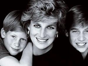 Diana de Gales junto a sus hijos, los principes Guillermo y Harry.