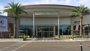 Dining Pavilion Mall, en la Florida.