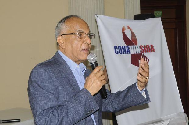 Director Ejecutivo del Consejo Nacional para el VIH y SIDA (CONAVIHSIDA), doctor Víctor Manuel Terrero.